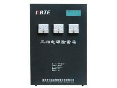 三相串联电源防雷箱